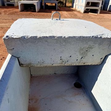 Precast concrete Jumbo Cattle Water Troughs with sink hole