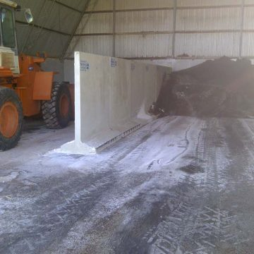 t blocks used to separate space for tractor