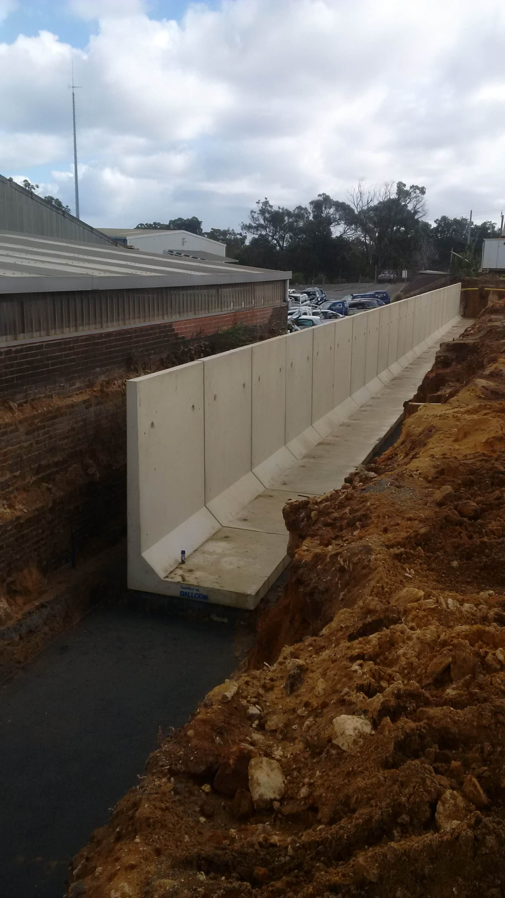 Retaining Wall Systems   Free Delivery 20 km   Dallcon